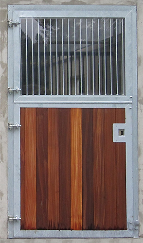 sulzberger pferdeboxen stalleinrichtungen au enboxent ren. Black Bedroom Furniture Sets. Home Design Ideas