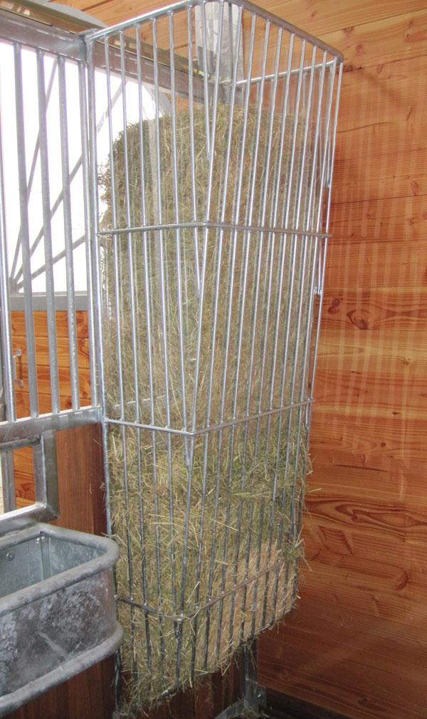 Sulzberger pferdeboxen stalleinrichtungen gro raum heuraufe for Boden heuraufe pferd